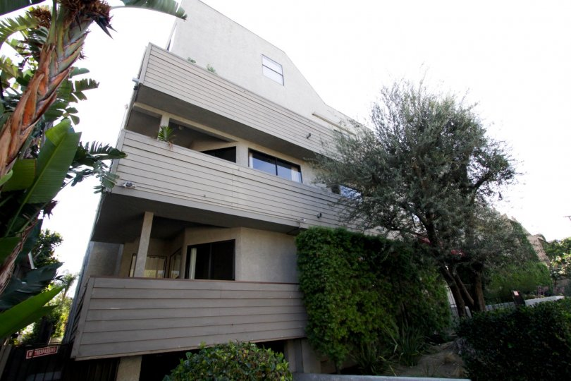 The balconies at 839 Larrabee
