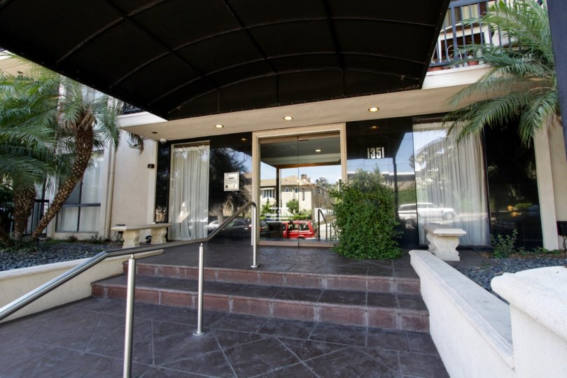 The entryway into Crescent Plaza in West Hollywood