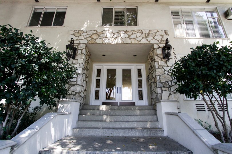 The entrance into Havenhurst Manor in West Hollywood
