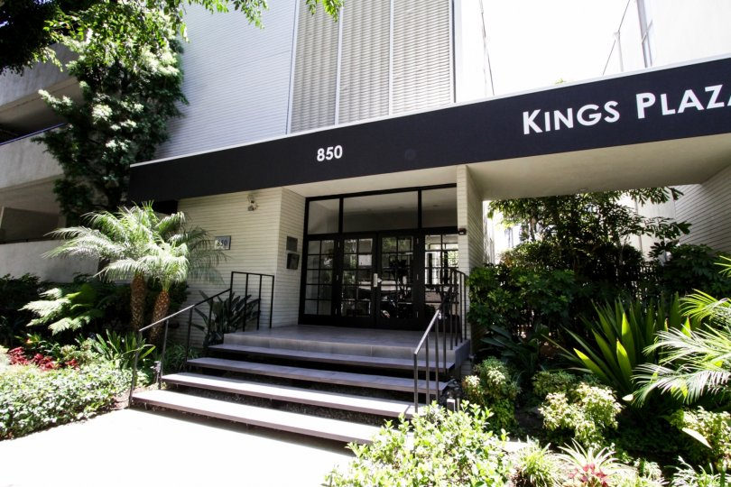 The address of Kings Plaza written on the building