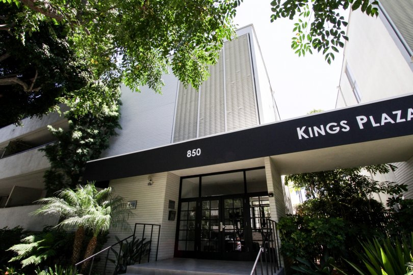 The entrance into Kings Plaza