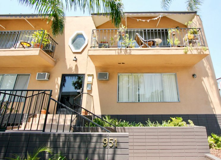 The very sunny and beachy homes in the Romaine Terrace in West Hollywood, California
