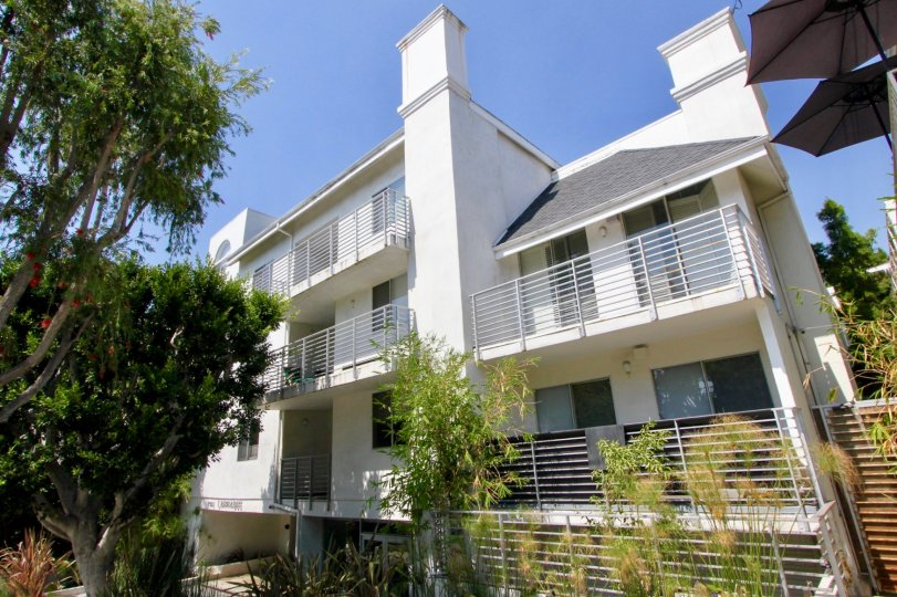A retro complex with great balcony space, views, and proximity to Hollywood.