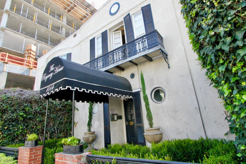 The Regency House, west hollywood, California is A beautiful sky high well construct building which have ancient looking stones with light brown colour and shiny bright glass windows. Black grill balcony enhance its beauty hundred times more. A sunny brig