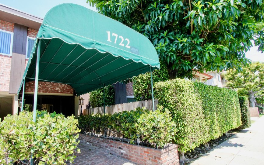The front view of 1722 Brockton in West LA on a sunny day