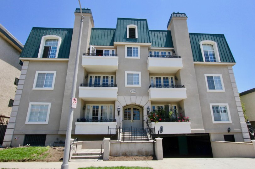 Front of 1818 Colby with view of lawn and balconies on a sunny day in West LA, CA.