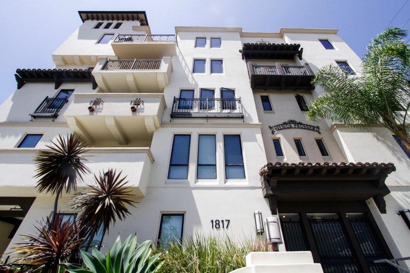 The balconies seen on units in the Avenida Prosser