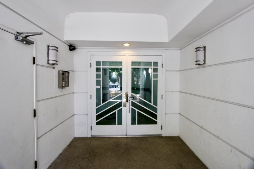 White clean entrance to Bentley Manor apartment, West La, Caliofornia