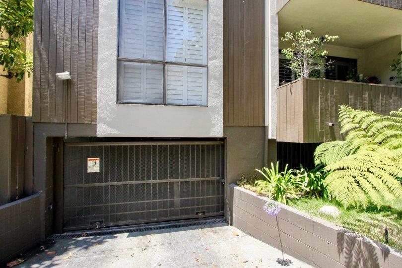 Bentley Ohio West LA california homes window balcony