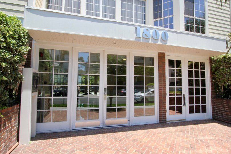 Grand entrance with several windows and a call box allow a safe entrance at 1800