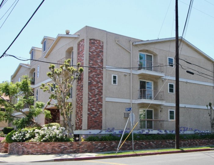 A beautiful 2 storey building apartment in Colonial Regency, West La, California