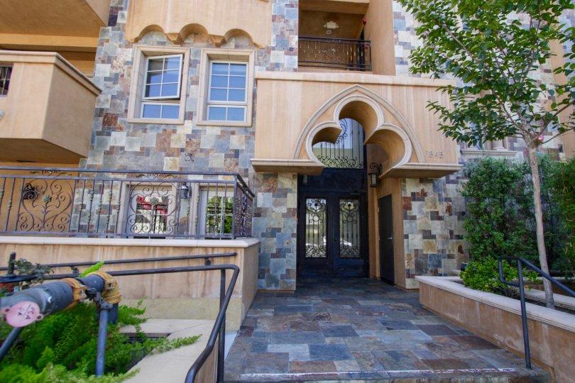 The entrance into the Federal Villas in West LA