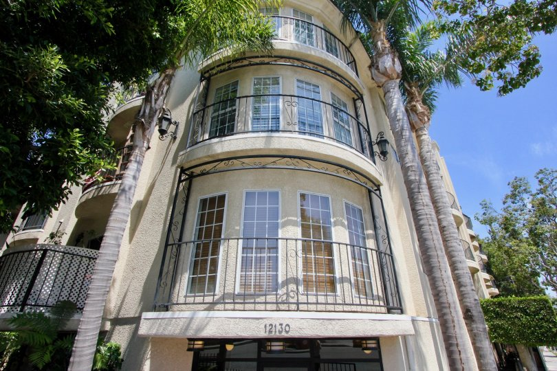 Amazing tall and lovely 12130 Lafayette Court Apartment, West La