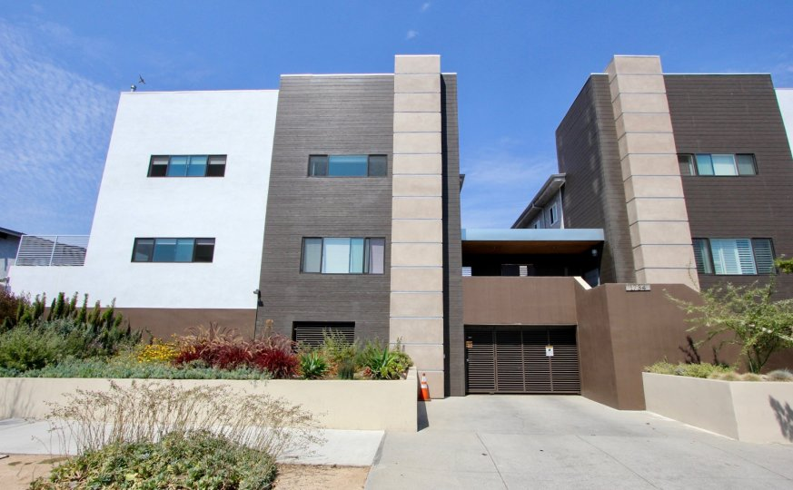 The clean lines of the Park Westgate give a modern look to this West LA, CA locationn
