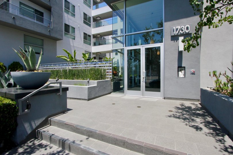 Modern looks of 1730 St Johns Wood building, West La, California
