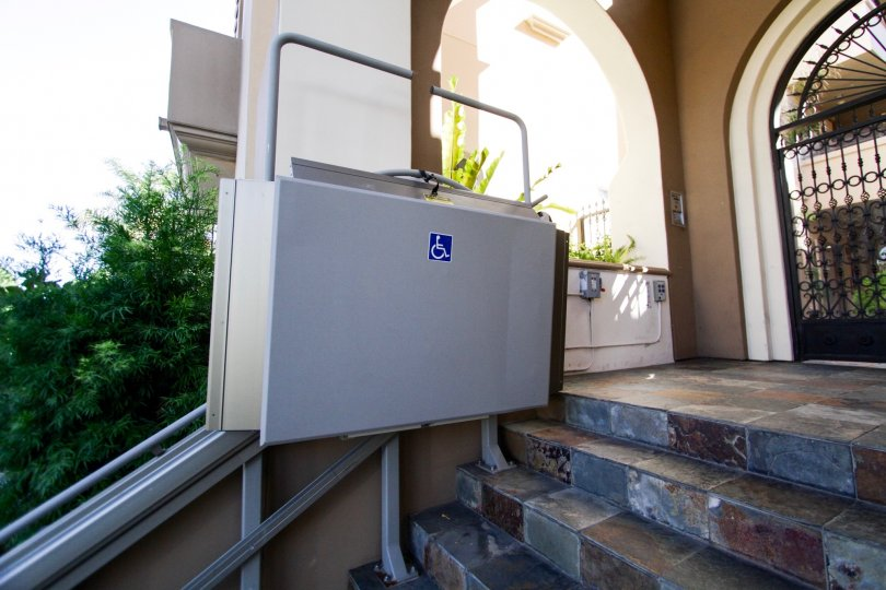 The machine that allows for disabled people to reach entrance into the Tuscan Sun