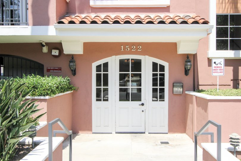 a villa rose which is perfect with all at west La in california city