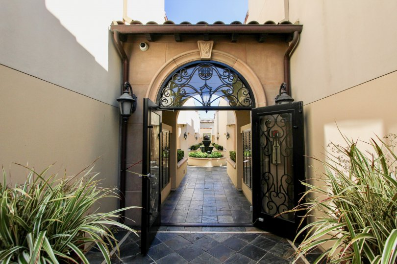 The entrance into Villas at Kentwood