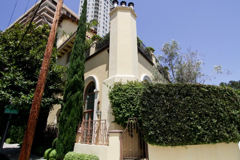 The architecture of 1230 Westholme in Westwood