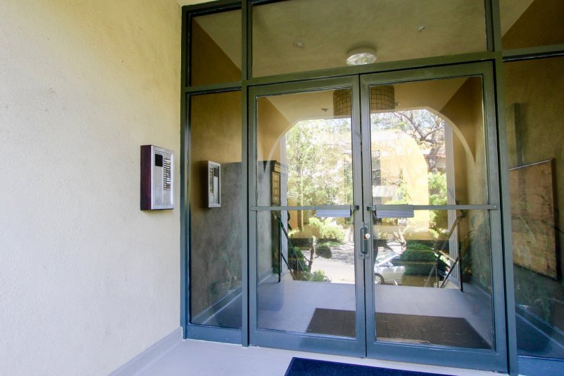 Glass doors and a view through the entrance hall to a garden. 1410 Bentley, CA
