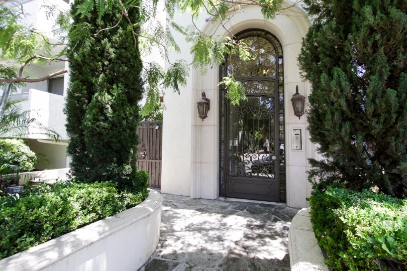 The entrance into 1920 Pelham in Westwood