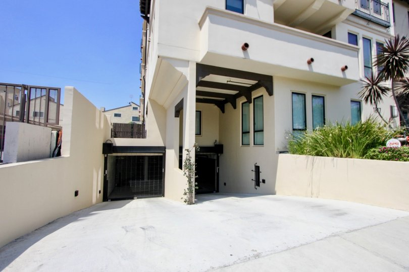 Tastefully finised Avenida Prosser apartments, Westwood, California