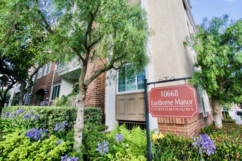 Signage to 10668 Eastborne Manor and her superb neighborhood, Westwood, california