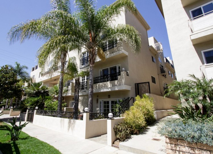 The Holmby Hill Townhomes building in Westwood