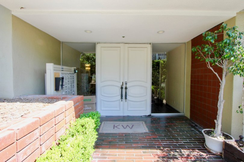 Welcome to the Beautiful Kinnard Westwood in Westwood California