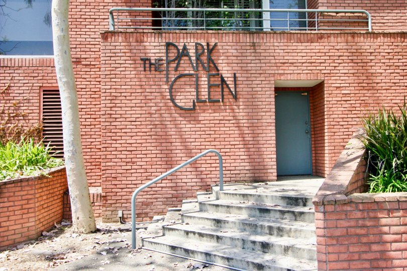 A sunny day the Park Glen is built by fully brown color blocks in good atmospheric condition