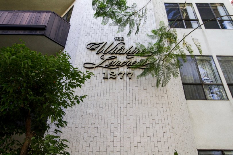 The name of the Wilshire Lencrest on the building