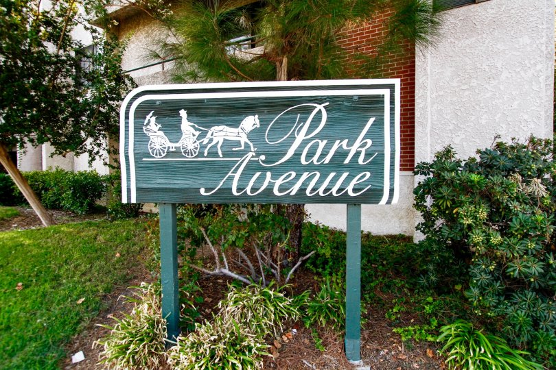 The sign welcoming you to Park Avenue