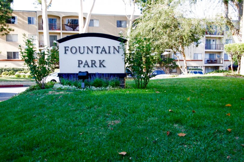 The sign for Fountain Park