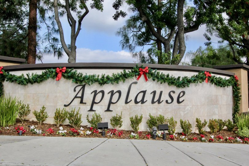 The community name Applause is decorated with name in short wall full of ribbon and bushes