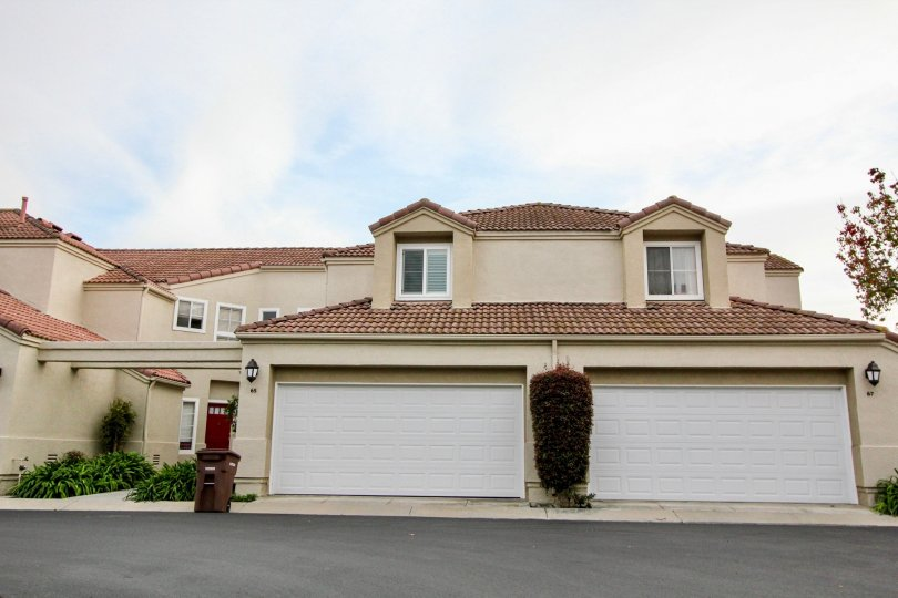 California Renaissance a community with enclosed garages in Aliso Viejo, California.