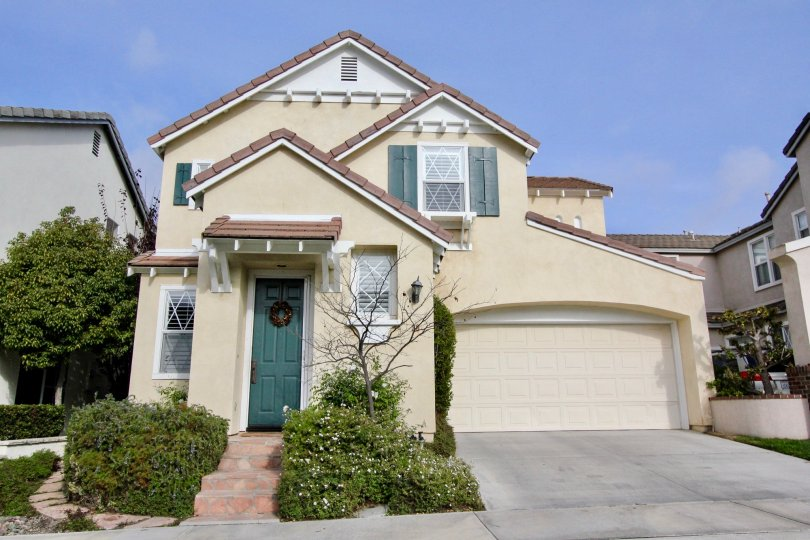 A villa with ample of parking and entrance view with garden in Cantebury of Aliso Viejo