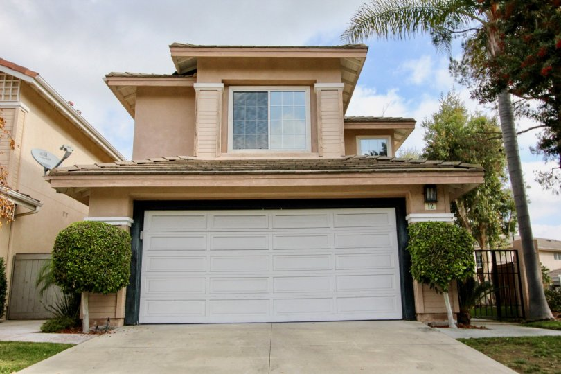 nice 2 story family home with garage, in Aliso Viejo California