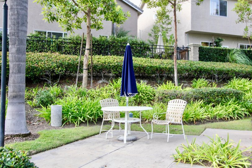 Outdoor seating spaces available at the Hamptons in Aliso Viejo, CA