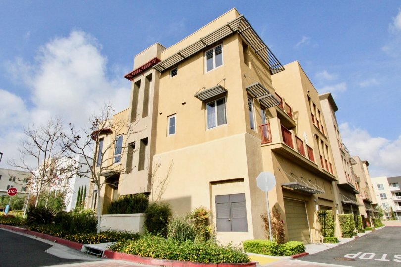 A sunny day in Aliso Viejo, California well kept apartments