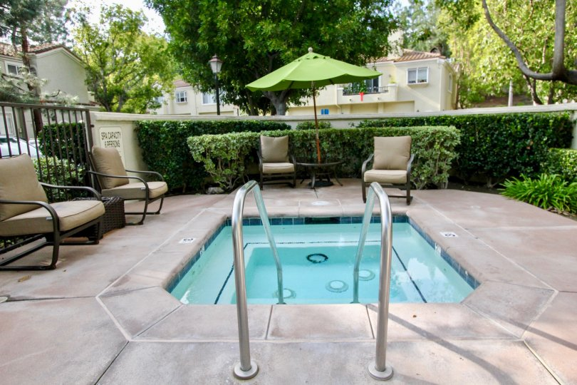 Roomy Montelena hot tub with ample surrounding seating, located in Aliso Viejo, California