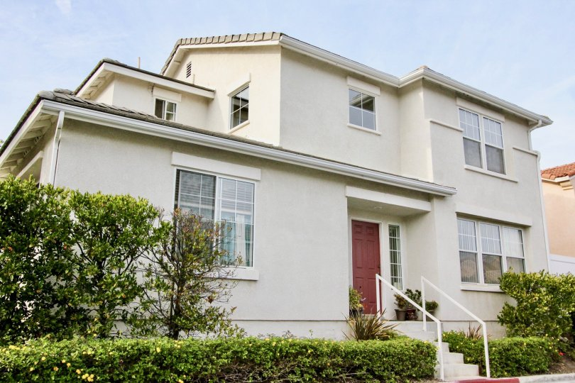 Corner lot house with main entrance on the side with double car garage and stucco siding in San Simeon