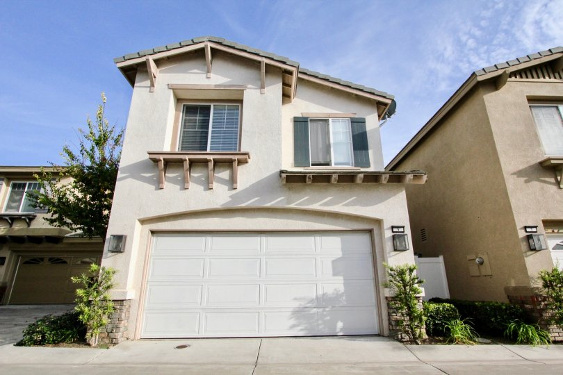 Home with a garage and sidewalk in the Vistas Plaza Community in Aliso Viejo, CA.