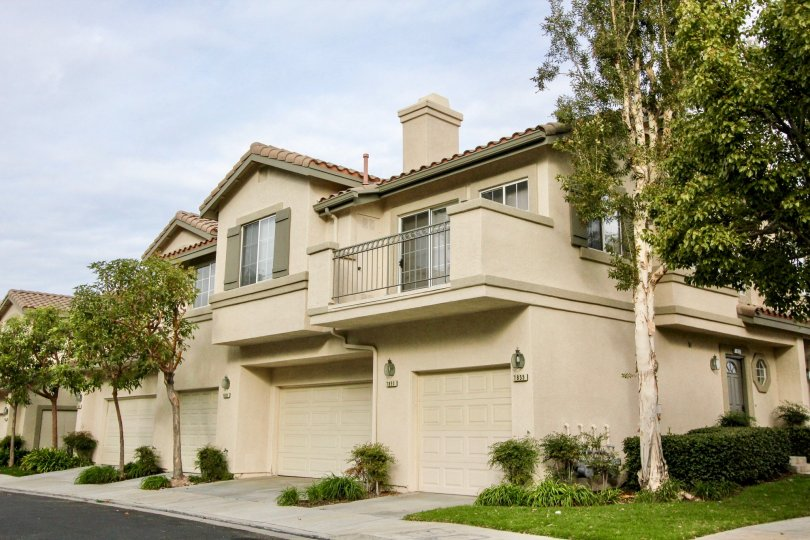 About the Community of Viewpointe North Viewpointe North is a gated community of 356 units and was built in 1993 by Presley Homes. It's located near the top of Serrano and is often mistaken as part ofMonacobecause they sit so closely together. Viewpointe