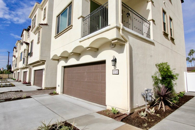 A nice villa with a balcony and glass windows having parking in Anacasa of Anaheim