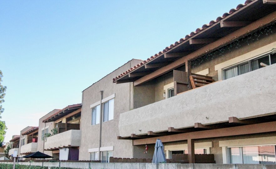 Nice villas with balconies and sitout in Cameron Court of Anaheim