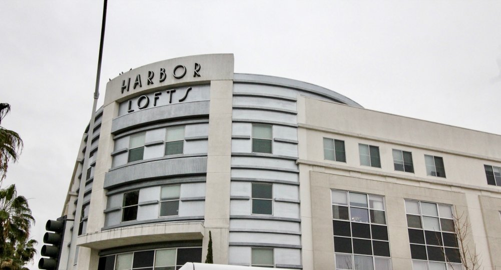 THIS IMAGE SHOWS THE HARBOR LOFTS HOTEL WHICH HAS THE LOT OF GLASS WINDOWS