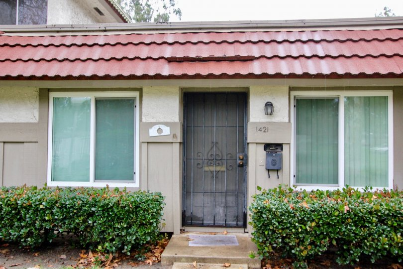 Parkdale House Building With Green Park Location at Anaheim City