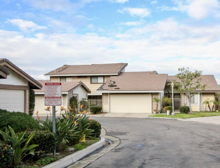 Excellent view of villas with road point and plants in Ponderosa Meadows of Anaheim