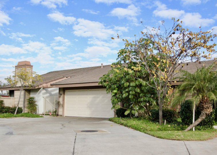 Fabulous looking villa with lawn and trees in Ponderosa Meadows of Anaheim