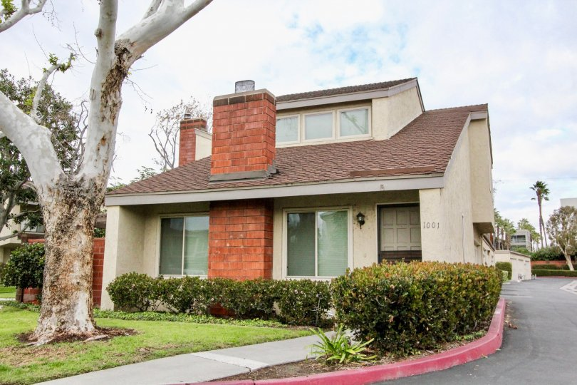 Decent looking Villa with lawn and garden in Sherwood Village of Anaheim